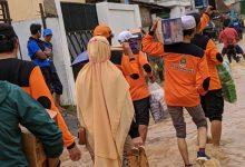 Photo of Kerahkan 50 Relawan, PKS Sumedang Bikin Dapur Umum