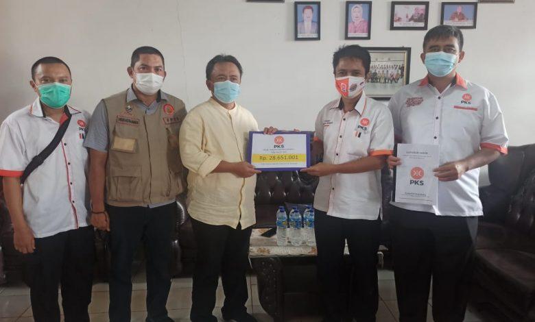 FOTO BARENG : Jajaran Pimpinan DPD PKS Sumedang bersama Sekda Sumedang di Posko Bencana Longsor Cimanggung