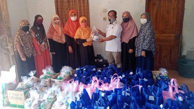 Photo of Bidang Perempuan DPD PKS Sumedang Salurkan 100 Paket Sembako untuk Korban Banjir di Desa Cibuluh