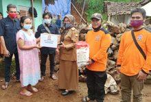 Photo of DPC PKS Tanjungkerta-Tanjungmedar Serahkan Bantuan Korban Longsor