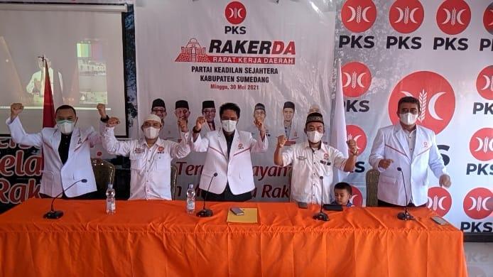 Jajaran DPDT PKS Sumedang Masa Kerja Periode 2020-2025 disela menggelar Rakerda di Kantor DPD PKS Sumedang, Minggu (30/5/2021). (Foto: Humas PKS Sumedang)