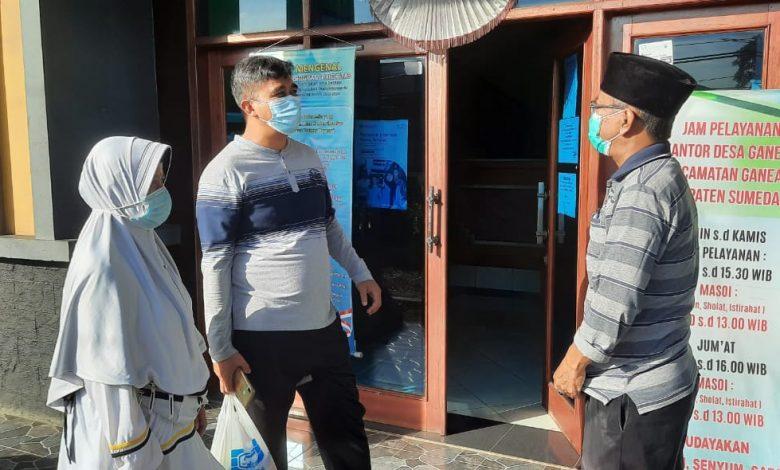 Ketua F-PKS, Dadang Sopian Syauri saat menyambangi Kantor Desa Ganeas