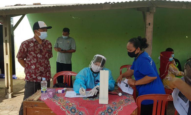 Anggota Komisi IV DPRD Sumedang dari Fraksi PKS, Deni Agus Setiawan, S.T., melakukan monitoring vaksin covid-19 di Desa Padanaan Kecamatan Paseh Kabupaten Sumedang, Kamis (5/8/2021). (Foto: Humas PKS Sumedang)