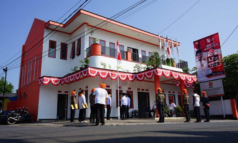 Prosesi upacara bendera di Halaman Kantor PKS Sumedang