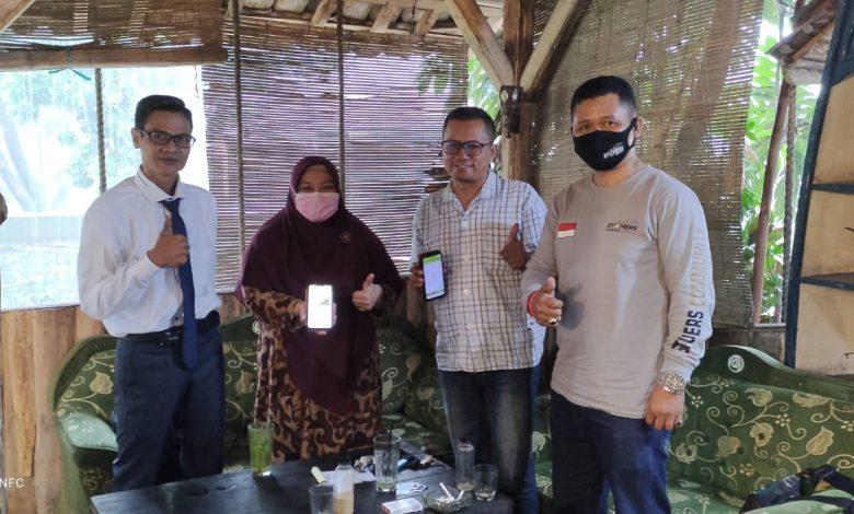 FOTO BERSAMA : Ely Walimah bersama Manajemen BiTrans di Cafe Saflor